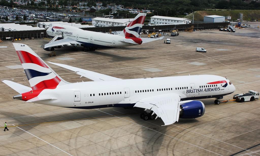 First British Airways 787 Dreamliner -rrives at London Heathrow