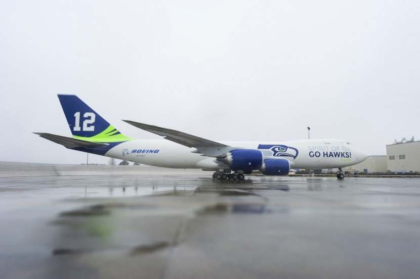 Boeing 747-8 shows support for Seattle Seahawks in Super Bowl XLVIII