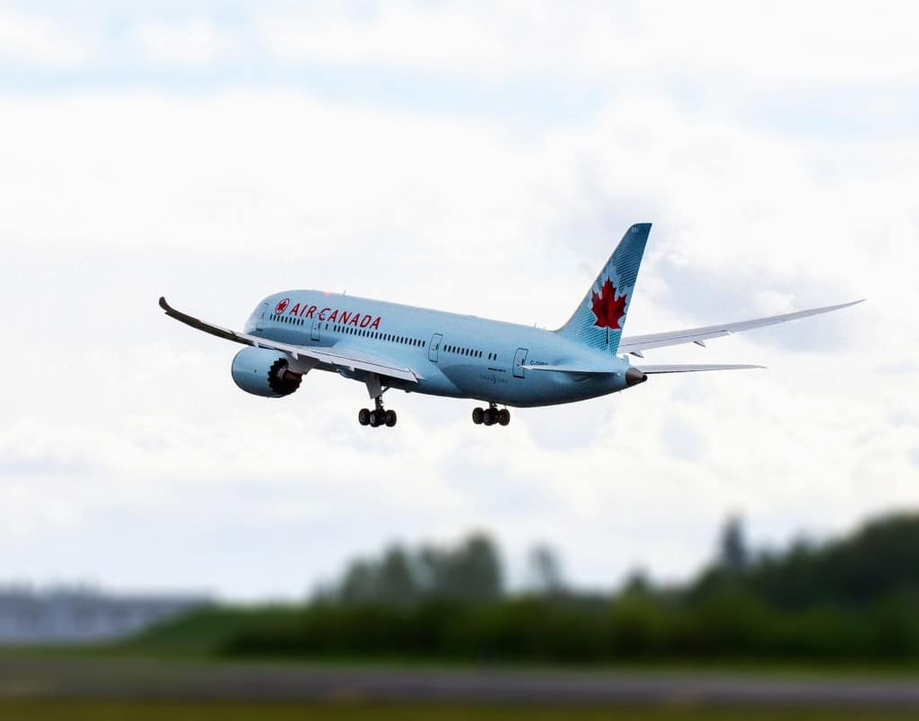 The first Air Canada 787 takes off