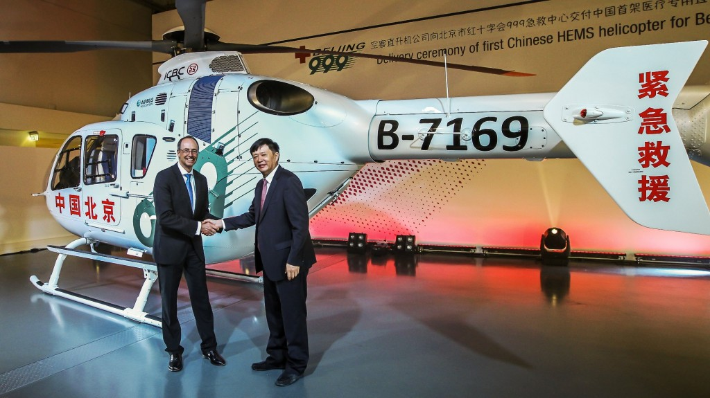 2)Mr Wolfgang SCHODER, CEO Airbus Helicopters Germany, handing over the EC135 to LI Libing, General Director of Beijing 999