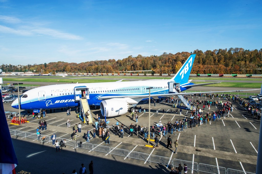 Museum visitors waiting to tour Boeing 787 Dreamliner test aircraft ZA003