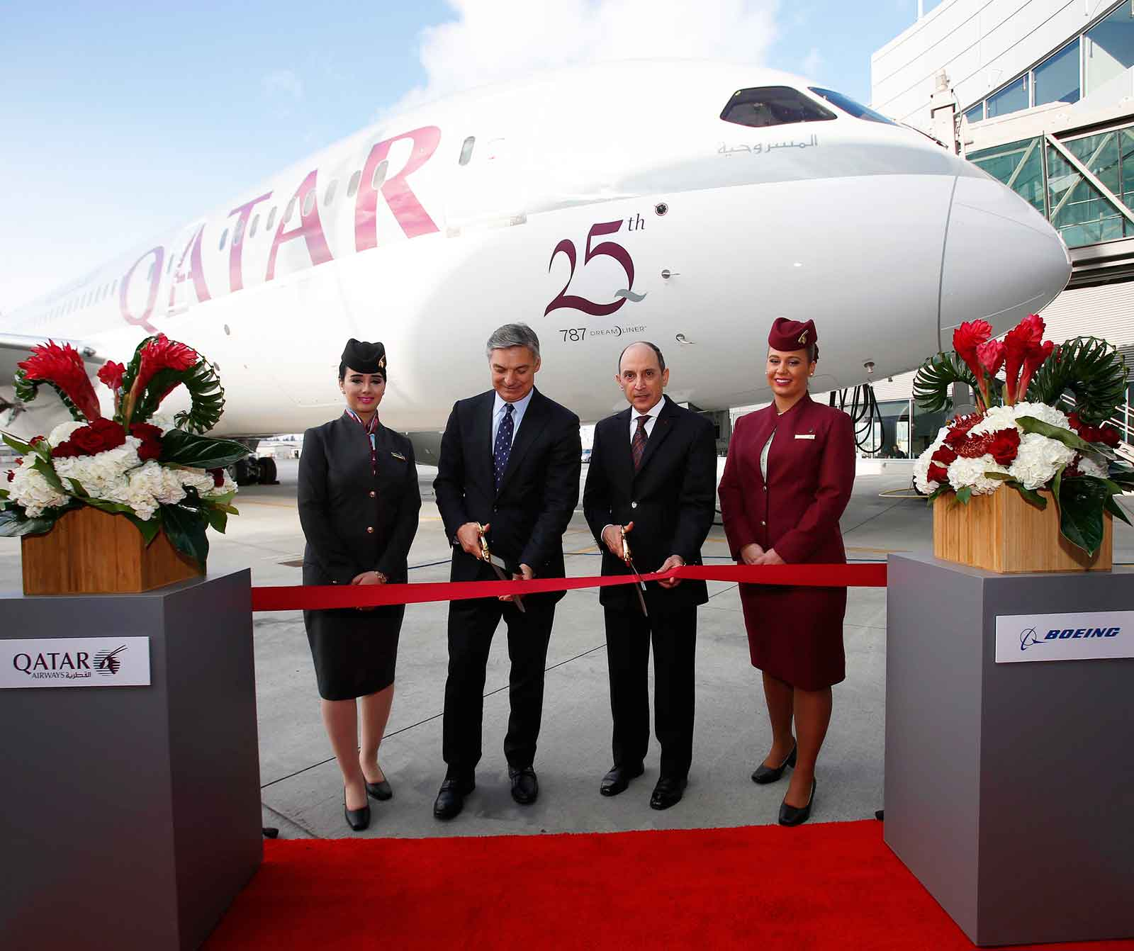 Official handover to Qatar Airways of its 24th and 25th B787