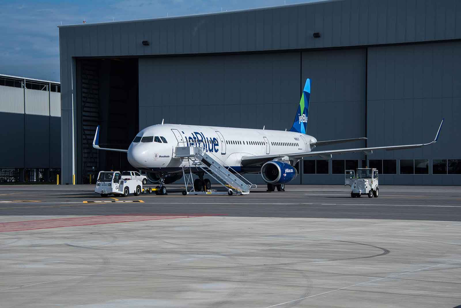 Airbus A321 JetBlue preparing for delivery