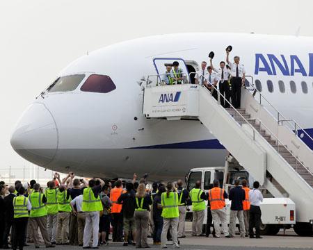 ANA Boeing 787 pilots welcomed in Japan