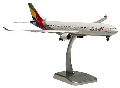 Asiana Airlines Airbus A330-300 aircraft scale model