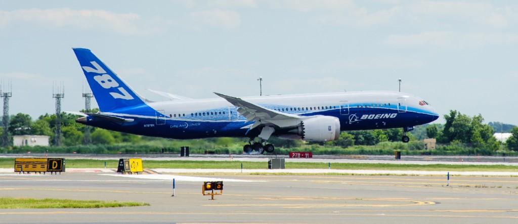 Boeing 787 Dreamliner lands at Philadelphia International Airport