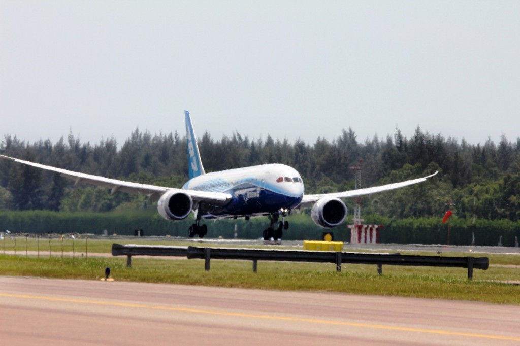 The Boeing 787 Dreamliner arrives for Singapore Airshow