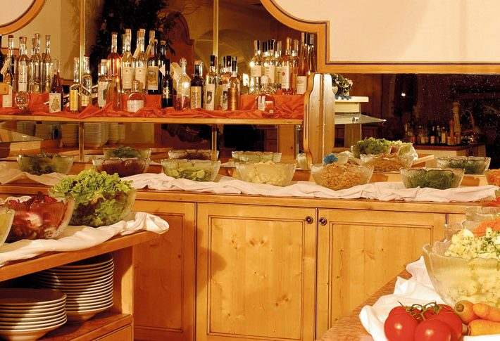 A variety of fresh food to choose from for breakfast at the Plunhof Hotel Restaurant