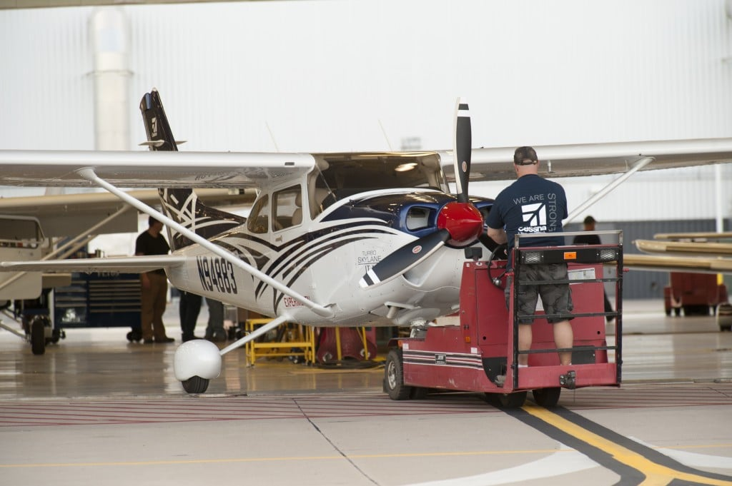 Cessna Turbo Skylane JT-A being prepared for its first flight