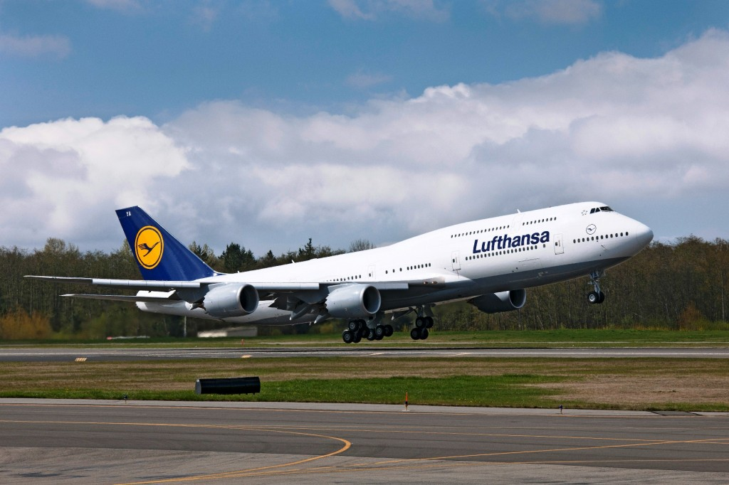 Lufthansa take delivery of first Boeing 747-8 Intercontinental