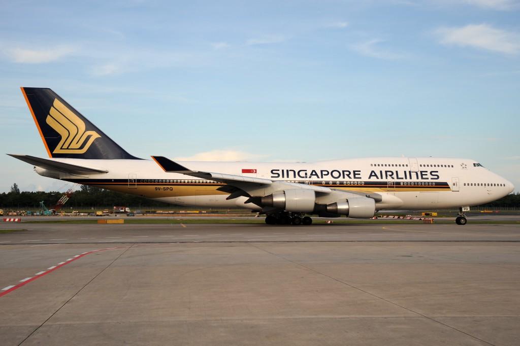 Singapore Airlines 9V-SPQ Boeing 747-400