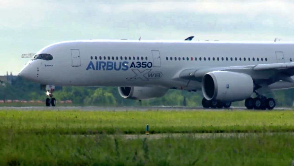 Test pilots turn the A350 onto the runway ready for take-off