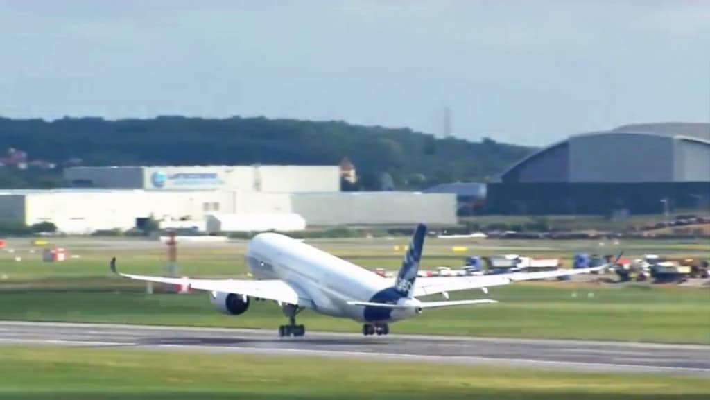 The A350 takes off at 10am