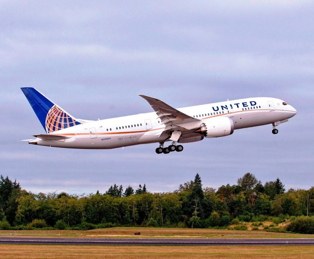 United Airlines takes delivery of first 787 although slight confusion over cabin layout