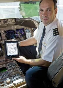 United Continental pilots use ipad on flight deck